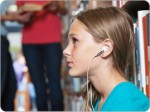 Teen_earbuds_library_BRAND_PHO_FR.jpg